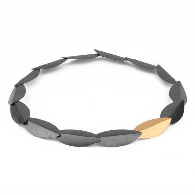 marcin zaremski N 206 Halskette 925 Silber geschwärzt 1 vergoldetes Teil 400x400 - marcin zaremski N 206 Halskette 925/- Silber geschwärzt 1 vergoldetes Teil. Handmade in Warschau.